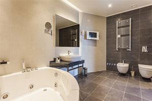 L'installation-d'une-salle-de-bain-à-l'italienne
